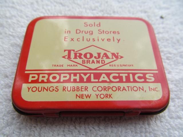 В 1920 году был изобретен латекс. Американская Youngs Rubber Company первой стала производить презервативы из латекса. Они были тоньше и крепче, чем старые резиновые презервативы, могли храниться 5 лет, а не 3 месяца, требовали меньше труда и их производство не было пожароопасным.