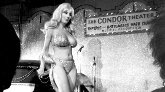 Также в 1960-е годы появился и топлесс танцы гоу-гоу. Кэрол Дода, звезда ночного клуба Кондор в Сан-Франциско явилась первой звездой данного жанра.