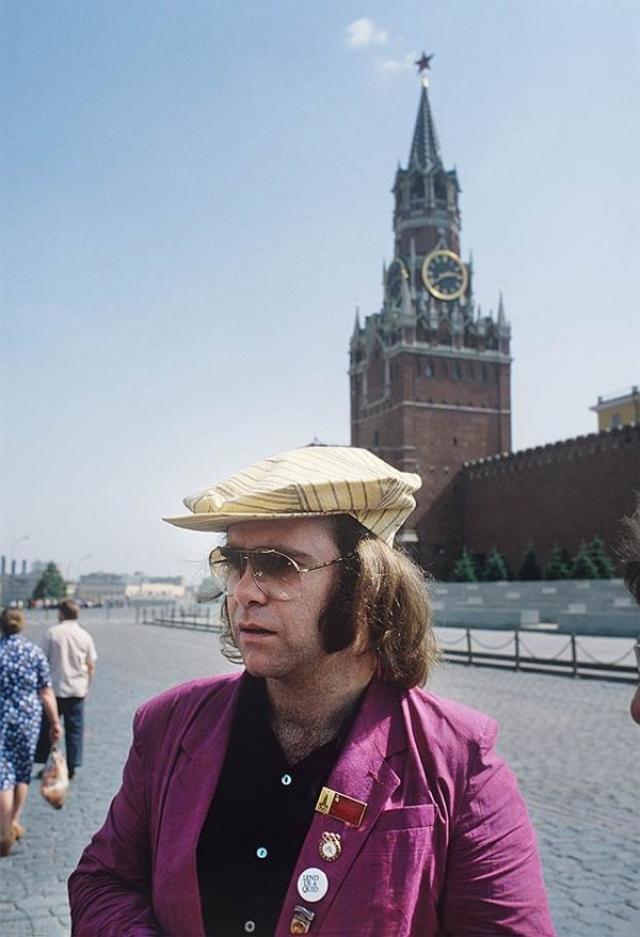 Элтон Джон , 1979. Первыми крупными гастролями западных рок-музыкантов в Советском Союзе стали гастроли Элтона Джона.