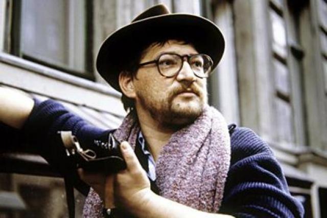 """Райнер Вернер Фасбиндер. """"Не легко признать, что страдание тоже может быть по своему красивым … Это сложно. Это то в чем вы можете признаться лишь самому себе, глубоко в душе"""".  Немецкий режиссер умер 10 июня 1982 года от передозировки кокаина."""