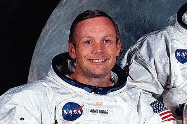 Существует стенограмма переговоров командира корабля Аполлон 11 Нила Армстронга с Центром управления полетами, правда, официальные источники ее подлинность опровергают: