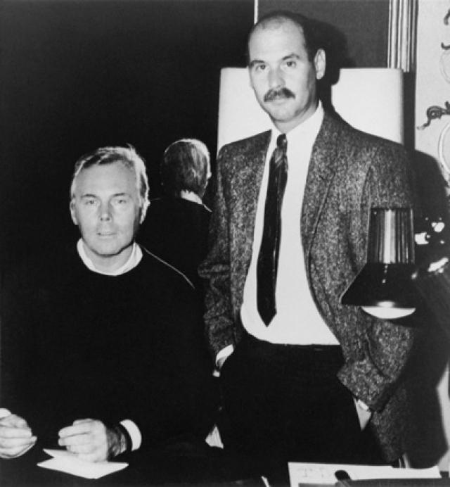"""В 1961 году Армани стал ассистентом модельера Нино Черутти. В его компании по выпуску мужской одежды """"Хитман"""" Армани работал над шитьем, кроем и построением лекал в течение следующих шести лет, после чего некоторое время работал стилистом у таких модельеров как Унгаро и Дзенья."""