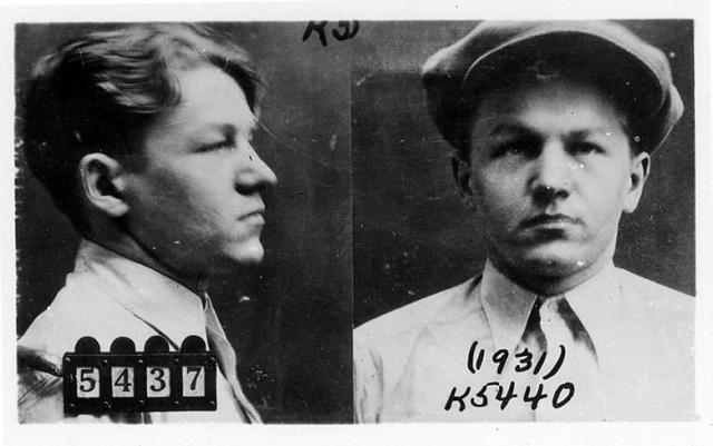 На пике своей карьеры Джиллис грабил банки с необычайной жестокостью. В начале 30-х он подружился с другим бандитом, Джоном Полом Чейзом, с которым они работали вместе до самого конца.