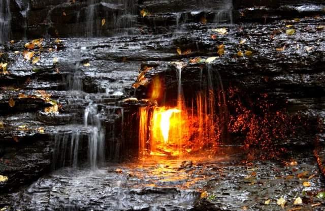 Некоторые индейские племена до сих пор верят, что человек, который сумеет зажечь сам погасшее пламя, получает благословение с небес.