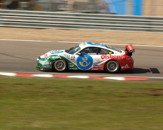 Карл Филипп увлекается спортом на открытом воздухе: лыжами, легкой атлетикой, футболом, плаванием, а с 2008 года принимает участие в гоночной серии Porsche Carrera Cup Скандинавии на автомобиле Porsche 911 GT3.