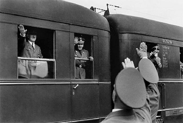 Группа неизвестных в количестве четырех человек в окрестностях Мюнхена обстреляла поезд, в котором Гитлер ехал с целью выступить перед своими сторонниками.