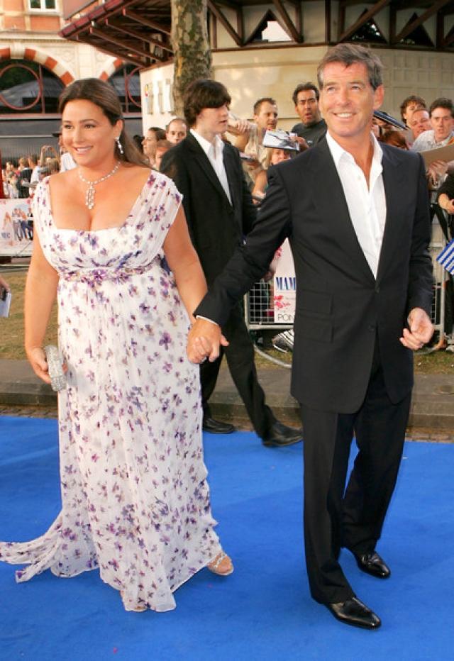 А в 1994 году он познакомился с журналисткой Кили Смит, в которую он влюбился и которая стала его женой.