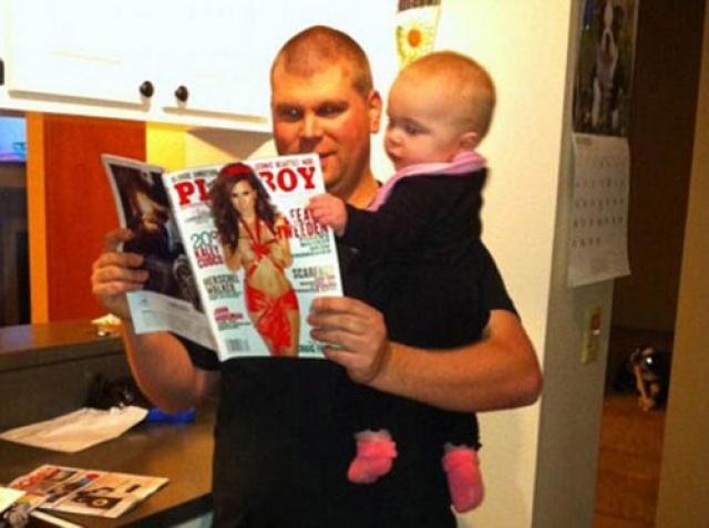 Совместное чтение с отцом всегда интересно.