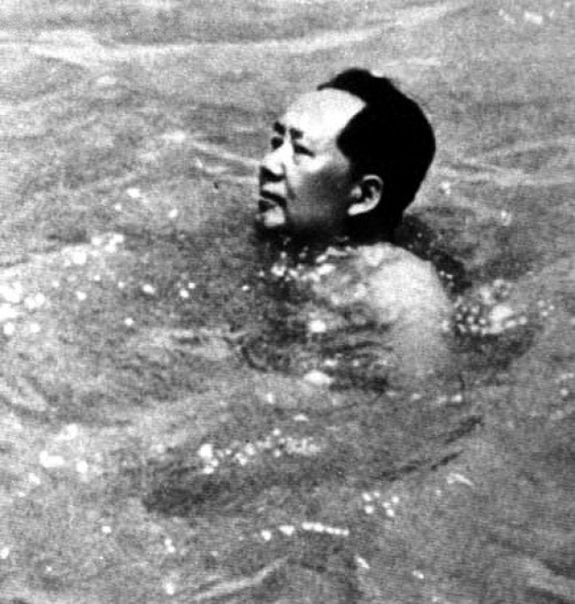 Лечащий врач Мао, Ли Цхисуи, после его смерти открыл эту и множество других тайн об интимной жизни вождя. Также он рассказал о том, что Мао был очень неопрятен в быту и редко мылся.