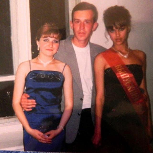 """После школы будущая звезда пыталась изучать маркетинг, но отказалась от этой затеи. В какой-то момент Ирину заметил сотрудник модельного агентства. Затем последовала победа в конкурсе """"Мисс Челябинск 2004""""."""