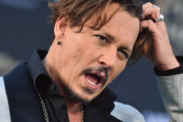 Внимание поклонников настолько напугало артиста, что он стал напиваться каждый вечер, чтобы справиться со своими страхами.