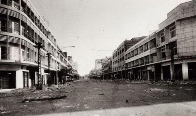 Было разрушено 634 522 здания, из них 5857 школ, а также 796 госпиталей, фельдшерских пунктов и лабораторий, 1968 храмов были разрушены или превращены в складские помещения или тюрьмы.