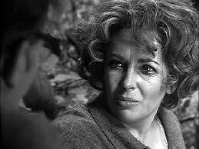 """Первый раз это случилось на съемках фильма """"Баттерфилд, 8"""". Она слегла с двусторонним воспалением легких, что привело к остановке сердца. Пресса даже поторопилась написать о смерти актрисы, но Тейлор удалось выкарабкаться."""