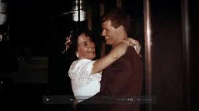 Мэри Элизабет Гарриман. 1 июня 1991 года извращенец, трансвестит, насильник и убийца Рассел Уильямс женился на своей возлюбленной, заместителе директора благотворительной организации Heart and Stroke Foundation. Сам он увлекался, вроде бы, фотографией, рыбалкой и бегом, а также наравне со своей женой, Мэри Элизабет, был заядлым игроком в гольф.