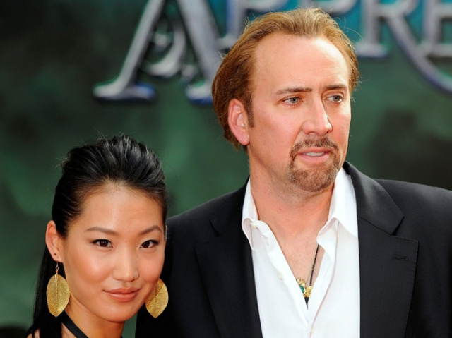 Николас Кейдж и Элис Ким. В августе 2004 года актер вступил в брак, ставший для него третьим. Его избранницей стала Элис, 20-летняя официантка из суши-ресторана.
