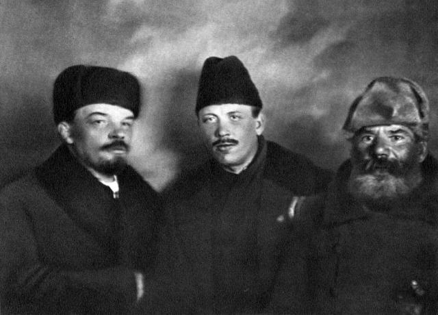 Ничего подобного за последние 80-90 лет не обнаружено. Ленин в личной жизни был несчастен, не мог создать семью и иметь детей. Но все это отнюдь не значит, что Ленин был геем.