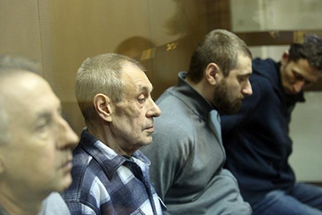 По данным следователей, стрелочный механизм был зафиксирован ненадлежащим образом, что и привело к катастрофе. 8 ноября 2015 года суд вынес приговор, признав всех виновными и назначив наказание Городову в 6 лет колонии, Башкатову, Трофимову и Круглову - 5,5 лет и взыскав с обвиняемых в общей сложности 15 млн рублей в пользу потерпевших.
