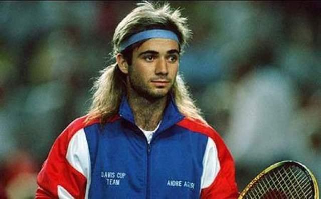 Теннисист Андре Агасси выкинул несколько мячей на трибуну и послал судью 14 августа 1996 года Андре Агасси в первый и последний раз в карьере был дисквалифицирован с матча на профессиональном уровне. Это произошло во втором круге турнира в Индианаполисе, где он встречался с канадцем Даниэлем Нестором.