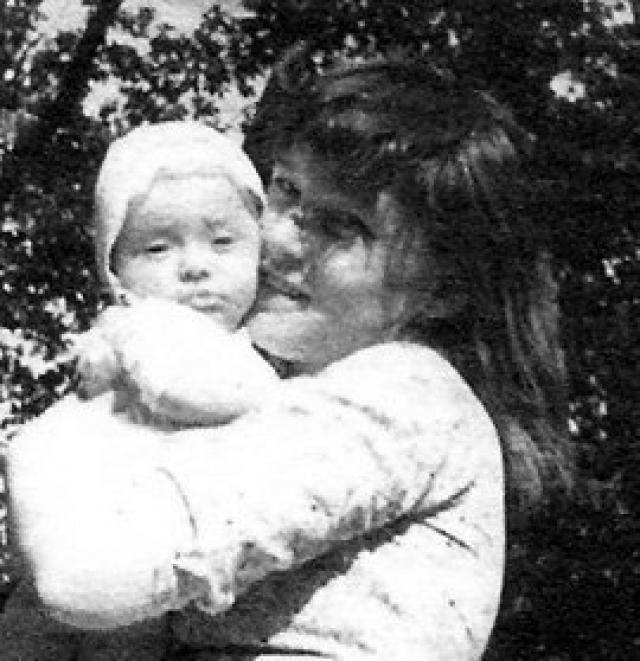 Людмила Гурченко. Свою единственную дочь Машу актриса родила в 1959 году от сценариста и актера Бориса Андроникашвили, но на три года она оставила ее с бабушкой в Харькове.