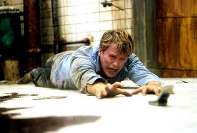 """Кэри Элвис Актер изобразил доктора Лоуренса Гордона в логове серийного убийцы из фильм """"Пила""""."""