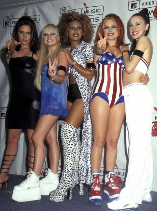 """В 1993 году ничто не предвещало того, что мир смогут покорить несколько девушек. Дело в том, что популярны в поп-направлении были чисто мужские проекты, как """"East 17"""" и """"Take That"""""""