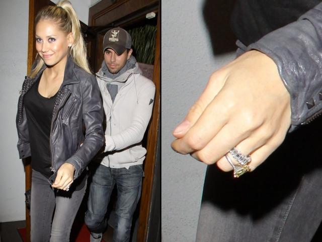Однажды на руке Анны даже появилось кольцо с бриллиантом внушительных размеров, но долгожданная свадьба все еще откладывается.