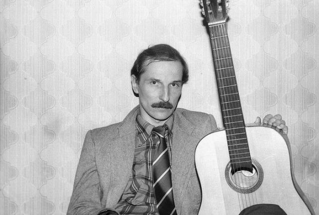 """""""Звуки Му"""" - группа, созданная в начале 1980-х годов Петром Мамоновым."""