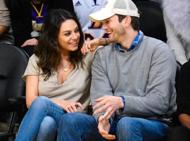 После этого актер продолжительное время был женат на Деми Мур, а вот после его развода, парочку стали чаще замечать вместе.