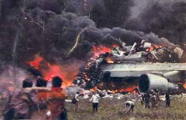 """По-видимому, экипаж """"Пан Американ"""", как и диспетчер, считал, что КЛМ продолжает стоять в начале полосы, тогда как на самом деле КЛМ уже начал разгон навстречу фатальному столкновению."""