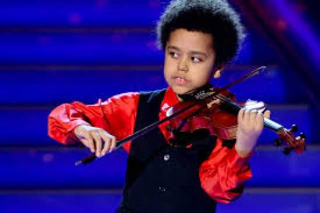 Аким Камара Аким Камера - уникальный темнокожий ребенок из Берлина, поразивший мир своим ранним музыкальным талантом. Этот мальчик начал играть на скрипке в возрасте 2-х лет. У Акима есть уникальная способность - воспроизводить музыку, которую он слышал когда-то давно (еще в пеленках).
