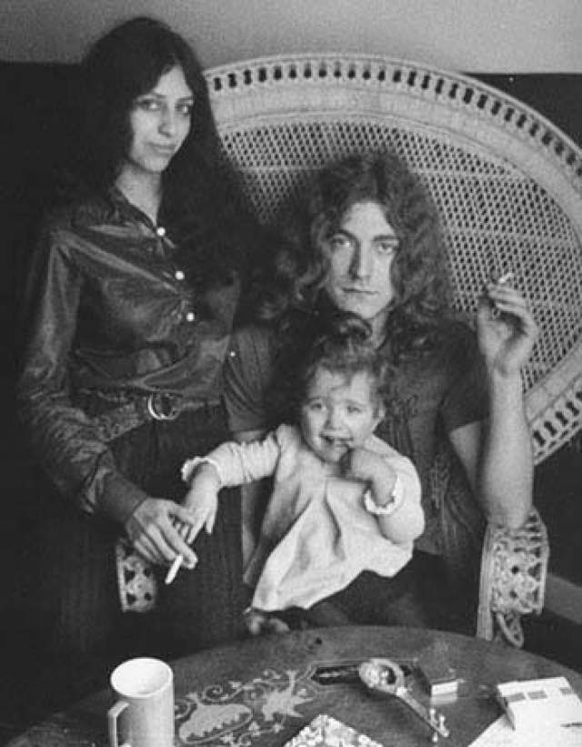 Роберт Плант. Лидер Led Zeppelin - легенда в мире рок-музыки. Уже в 1970-е его группа гремела по всему миру. Увы, именно в то время, 26 июля 1977 года, он получил самое страшное известие в своей жизни.