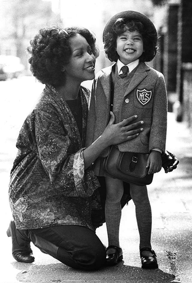В 1970 году у них появилась дочь Карис, которую известный музыкант не признал. Девять лет они судились, и наконец справедливость восторжествовала. Джаггер даже появился в 2000 году у нее на свадьбе.