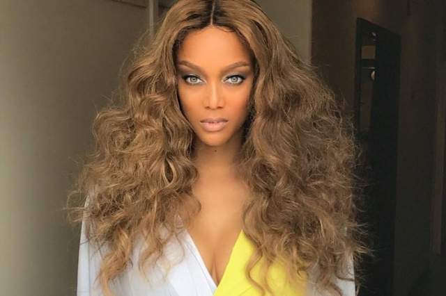 """Все победы Тайны невозможно перечислить в одном предложении- в первом сезоне в качестве модели она вышла на подиум в 25 шоу, затем стала первым темнокожим """"ангелом"""" Victoria's Secret и на обложках GQ и Sports Illustrated."""