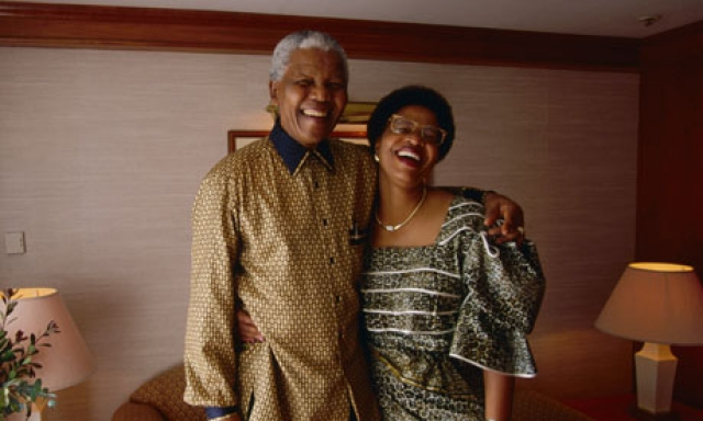 В 1998 году 52-летняя Симбине вышла замуж за 80-летнего Манделу.