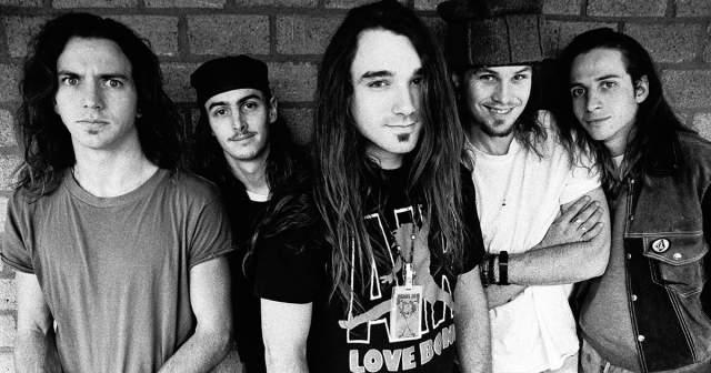 Pearl Jam. Группу считают одними из первопроходцев жанра гранж, столь популярного в начале 90-х.