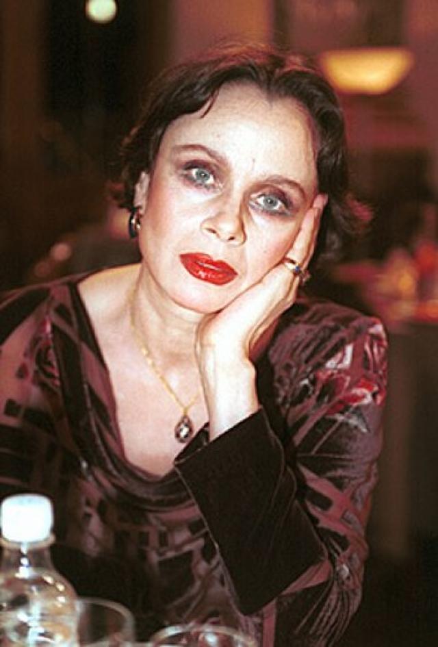 Любовь Полищук (57 лет). 25 ноября 2006 года родные не смогли разбудить актрису, она впала в кому и была доставлена в больницу. Спустя три дня, 28 ноября 2006 года, актриса скончалась после тяжелой болезни – саркомы позвоночника.