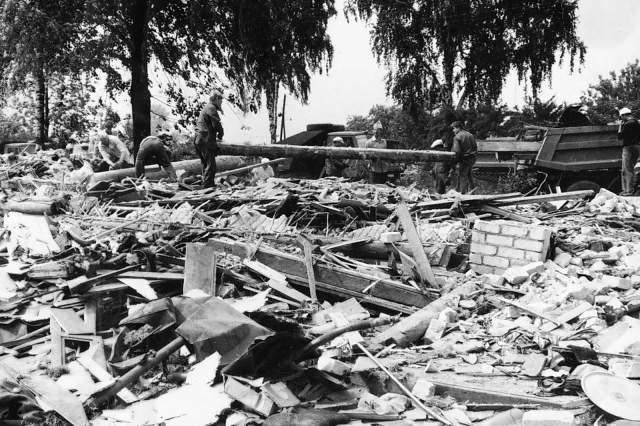 Взрыв разрушил более полутора сотен домов. Поначалу никто не понимал, что произошло, пока оседала пыль от взрыва, а милиция, военные и врачи в экстренном порядке проводили эвакуацию. Все боялись, что это только начало глобальной катастрофы.