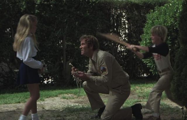 """Дебби, Кертис и Стивен из фильма """"Кровавый день рождения"""" (1981). Дети в фильмах ужасов могут быть по-настоящему страшными, но не трио героев данной картины, рожденное (о ужас!) в момент солнечного затмения."""