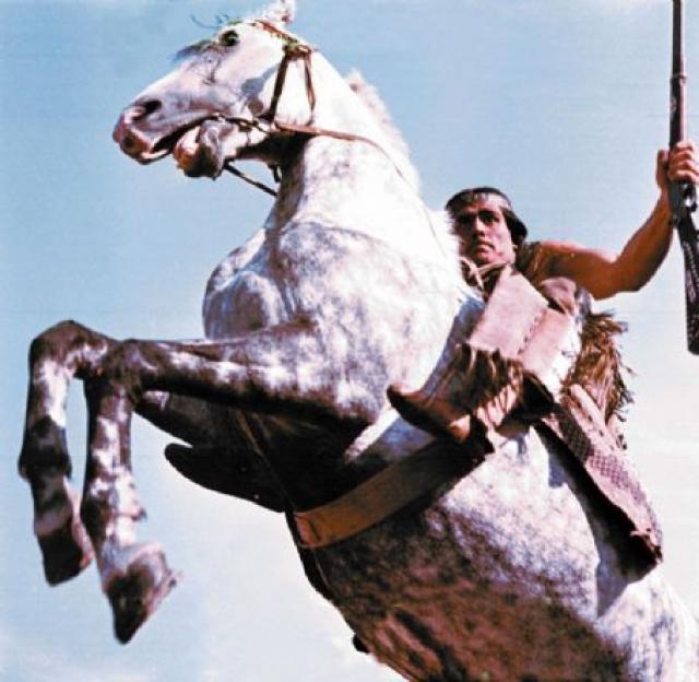 Ну, а в седло будущий Чингачгук впервые сел в возрасте шести лет, так что верховая езда также далась ему легко.