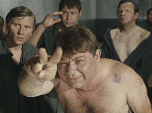 """Чтобы убедительно сыграть роль бандита-рецидивиста в знаменитой комедии """"Джентльмены удачи"""", Леонов приходил в Бутырку и в глазок камеры наблюдал за заключенными."""