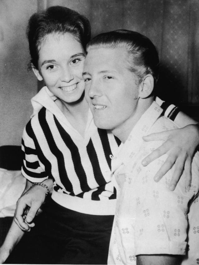 Джерри Ли Льюис. В 1957 году музыкант женился на своей двоюродной племяннице Майре Геил Браун, которой на тот момент было 13 лет. Этот брак разрушил репутацию певца и на долгие годы поставил крест на его карьере.