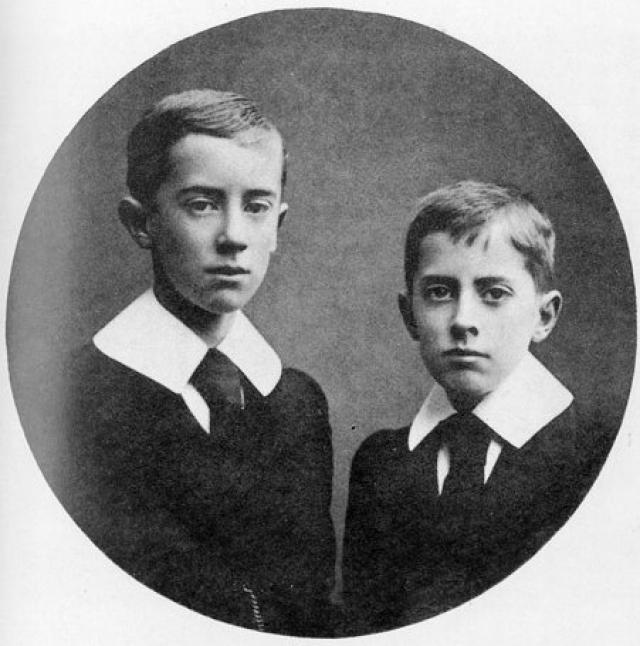 """Джон Рональд Руэл Толкин. Будущий автор """"Властелина колец"""" родился 3 января 1892 года. Его родители, управляющий английского банка и его супруга, прибыли в Южную Африку незадолго до рождения сына в связи с продвижением отца по службе."""