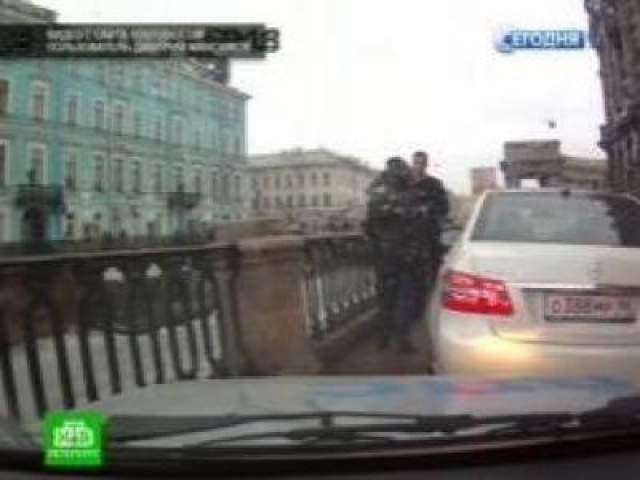 """Второй крупный скандал, связанный с именем Дурова, произошел в 2013 году, когда основатель """"ВКонтакте"""", нарушив требования дорожного знака и проигнорировав предупреждения об остановке, совершил наезд на сотрудника ГИБДД."""