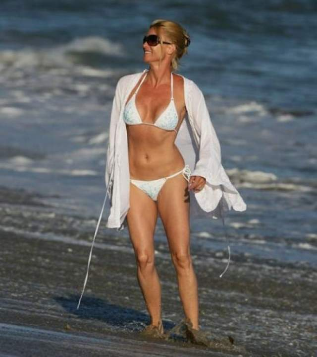 Актриса Николет Шеридан даже в 56 лет не отказывается от бикини.