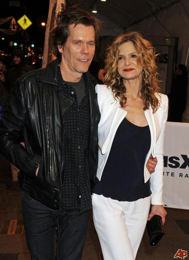 В итоге актриса уступила, и они с Кевином поженились несколько месяцев спустя.