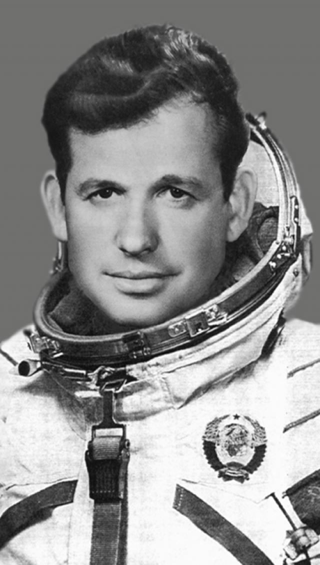 """Георгий Шонин. 11 октября - 16 октября 1969 участвовал в космическом полете в качестве командира корабля """"Союз-6"""", продолжительность которого составила 4 суток 22 часа 42 минуты 47 секунд."""