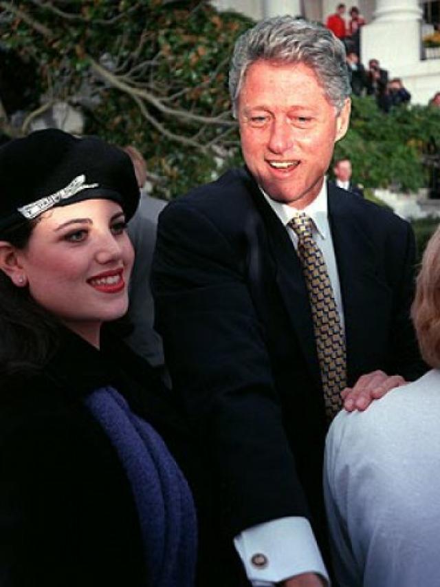 Собственно любовная связь между президентом и Левински началась после ее перехода на службу в Пентагон (однако встречи любовников проходили в Белом доме).