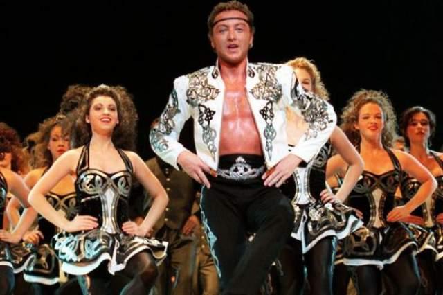 """Майкл Флэтли Ирландский танцор Майкл Флэтли застраховал свои ноги на $ 40 миллионов. Известный по шоу """"Повелитель танца"""", Флэтли сделал выбор в пользу страхования своих ног, чтобы обезопасить свою карьеру танцора."""