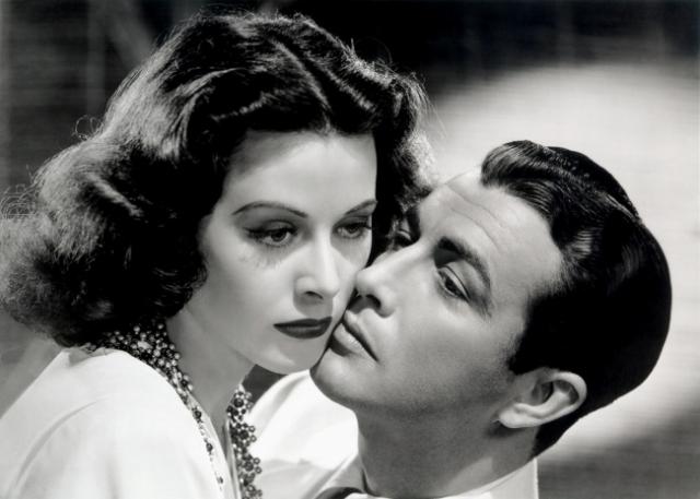 Хеди Ламарр Голливудская актриса, чьи таланты не были оценены по достоинству при жизни. В 40-х годах звезда кино запатентовала систему, позволяющую дистанционно управлять военными снарядами.