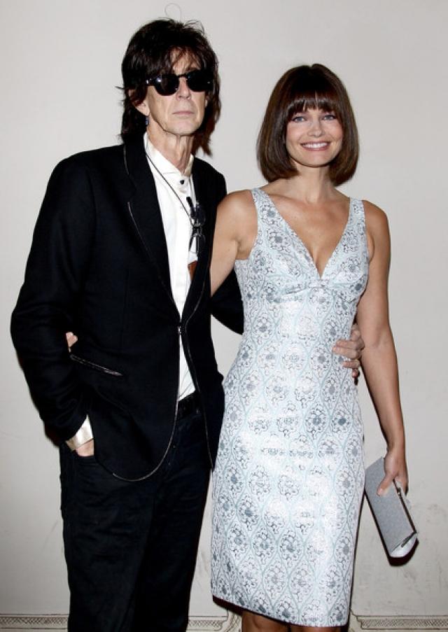 Помимо этого 193-сантиметровый рокер очаровал модель Паулину Поризкову , ставшую его супругой.
